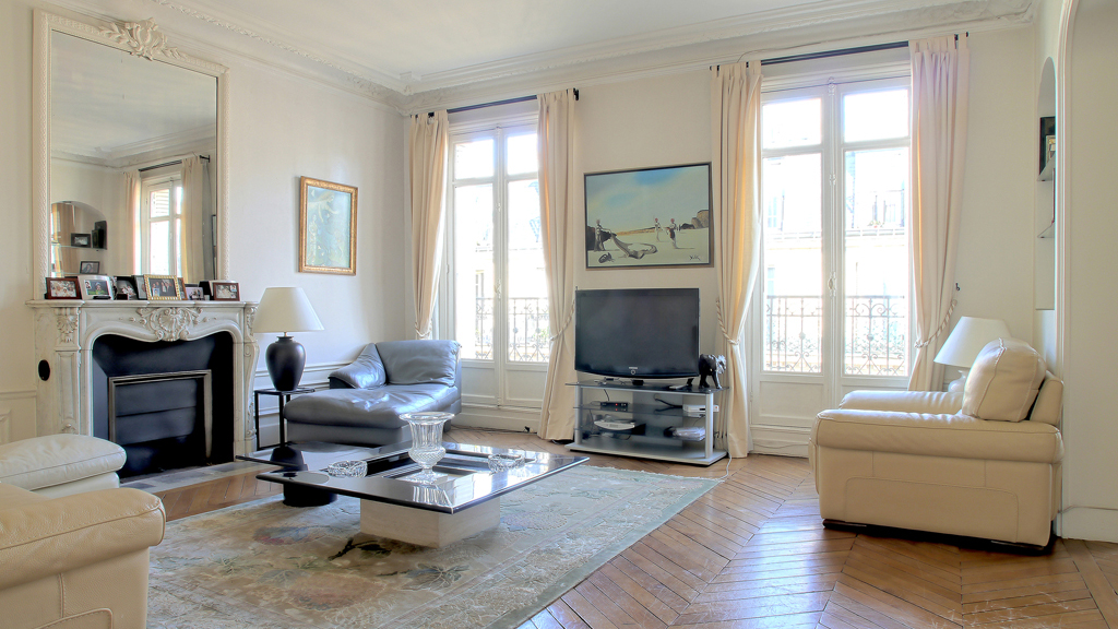 immeuble haussmannien d finition chasseur d 39 appartement paris. Black Bedroom Furniture Sets. Home Design Ideas